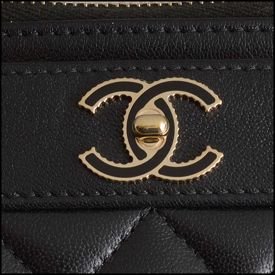 RDC11338 Chanel Black Quilted Leather Flat Wallet close up