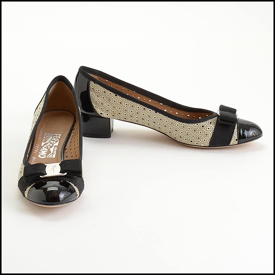 RDC11148 Ferragamo Black/Ivory Perforated Leather Bow Pumps Size 8.5