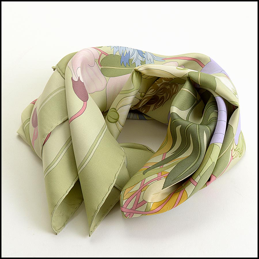 RDC11170 Hermes Light Green Flora Graeca Silk Scarf fold