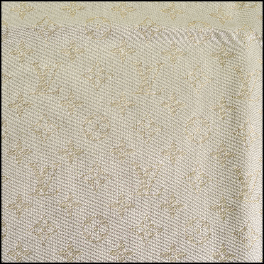RDC10238 Louis Vuitton Ivory/Gold Shine Shawl close up