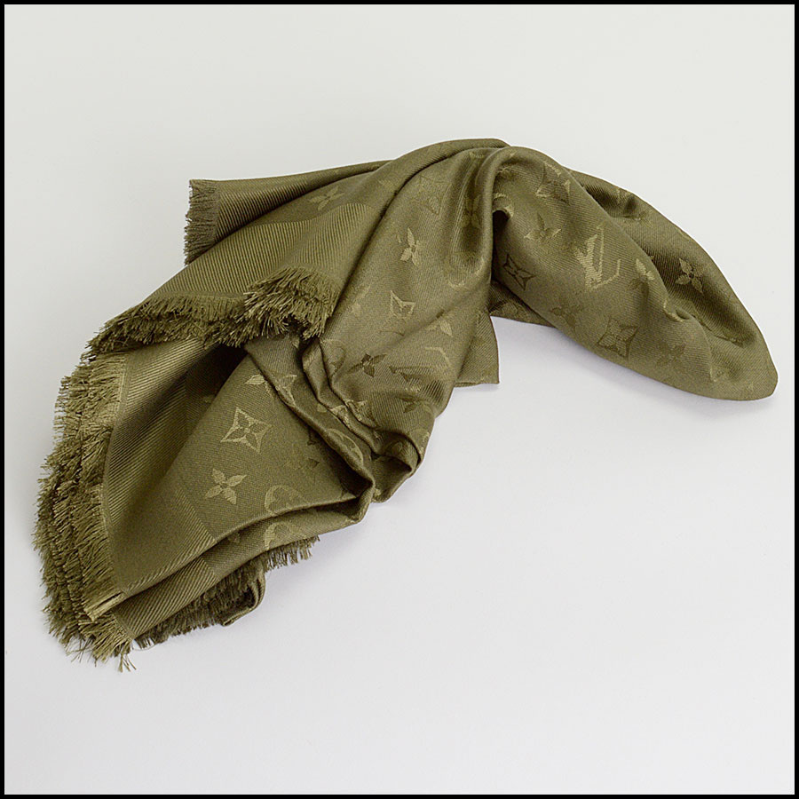 RDC10237 Louis Vuitton Green Silk/Wool Shawl fold