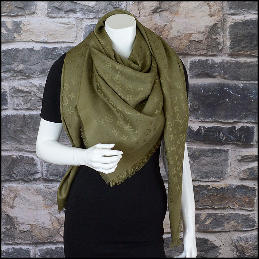 RDC10237 Louis Vuitton Green Silk/Wool Shawl model