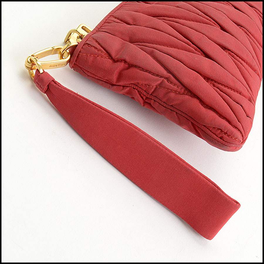 RDC10734 Miu Miu Red Matelasse Wristlet Clutch handle